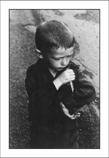 """""""Момче с бутилка"""", Иън Макихърн"""
